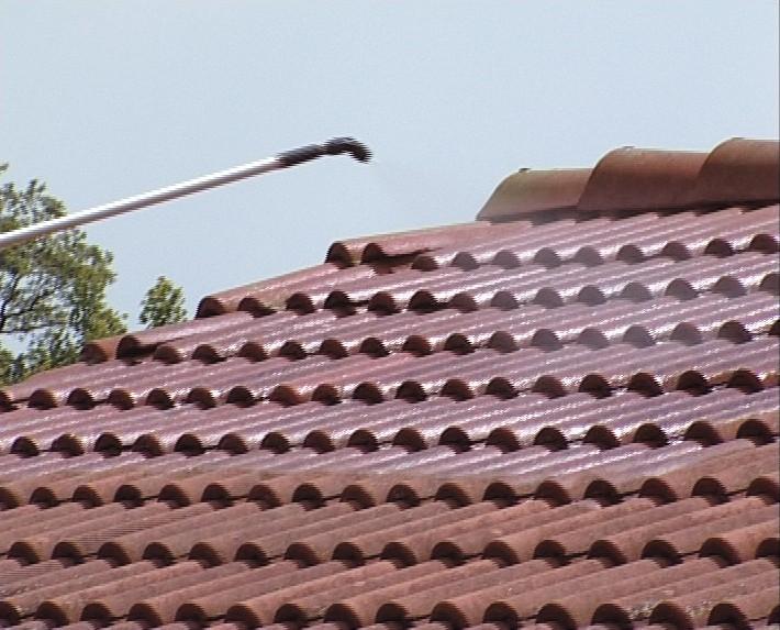 Traitement toiture pulvérisation